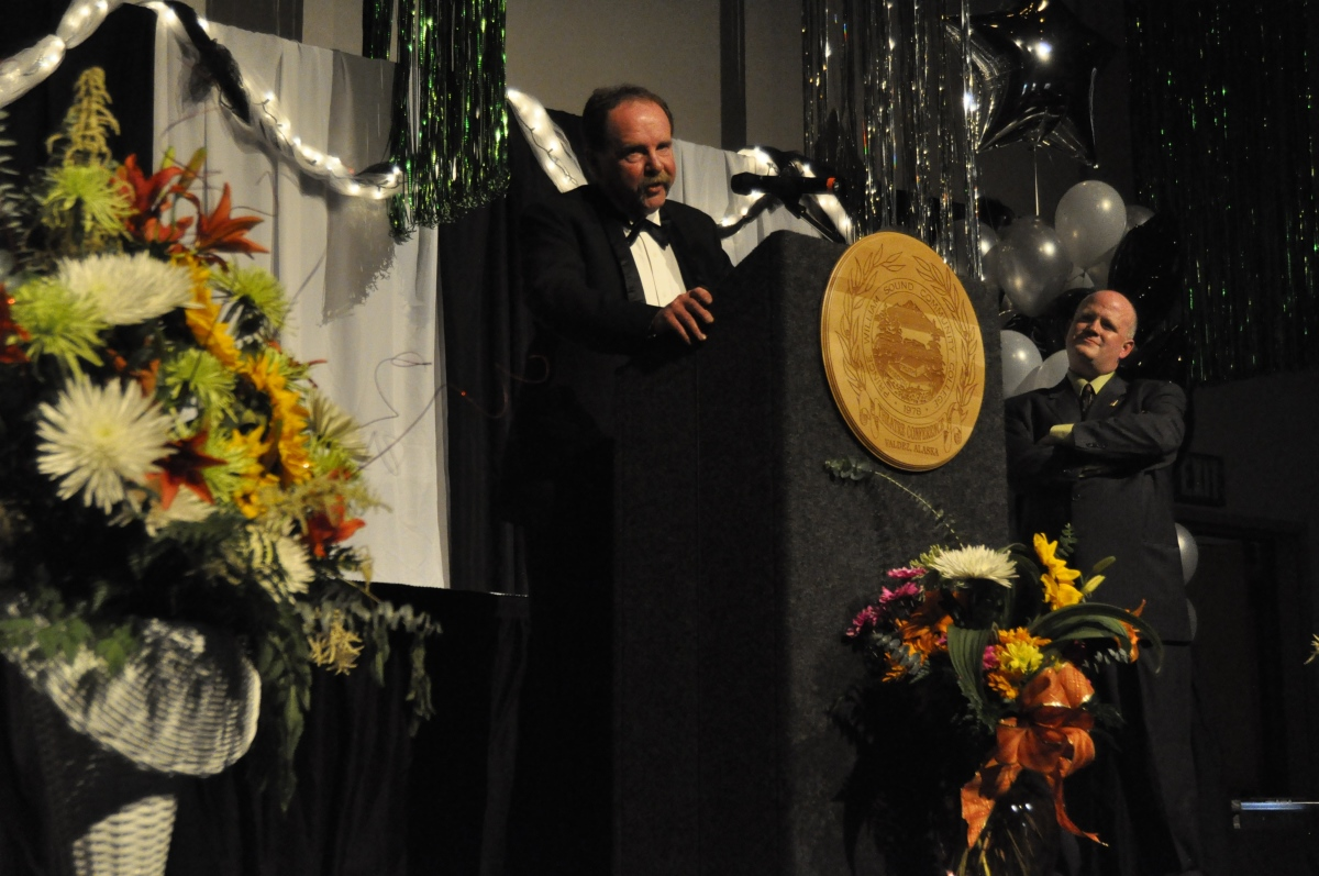 Ron Holmstrom accepts Jerry Harper Service Award 2009